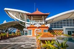 BALI Denpasar internationell flygplats på den tropiska ön Bali Royaltyfri Bild