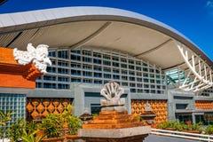 BALI Denpasar internationell flygplats på den tropiska ön Bali Royaltyfria Foton