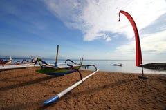 Bali fartyg på stranden Arkivfoto