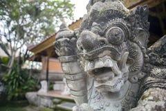 Bali-Hindugott scclptures an Ubud-Palast Stockfotos