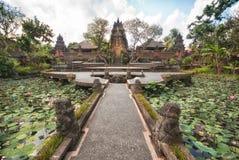 bali hinduisk indonesia tempelubud Fotografering för Bildbyråer