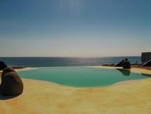 Bali, Indonésia - 19 de abril de 2012: Ideia da piscina no clube da praia do estilo do EL Kabron Ibiza Imagem de Stock Royalty Free