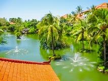 Bali, Indonésia - 9 de abril de 2012: A lagoa e o parque no recurso de Ayodya Imagem de Stock Royalty Free