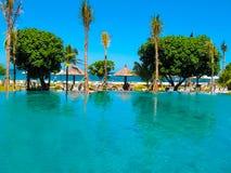 Bali, Indonésia - 9 de abril de 2012: A piscina e o parque no recurso de Ayodya Foto de Stock Royalty Free