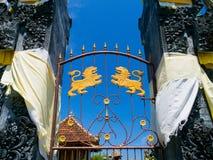 BALI, INDONÉSIA - 11 DE MARÇO DE 2017: Feche acima de uma porta do templo de Uluwatu na ilha de Bali, Indonésia Fotos de Stock