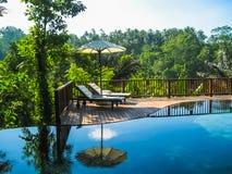 Bali, Indonésie - 14 avril 2014 : Vue de piscine à la station de vacances et à la station thermale de jungle de Nandini Photographie stock libre de droits