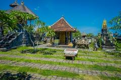 BALI, INDONÉSIE - 11 MARS 2017 : De sculptures extérieur dedans du temple d'Uluwatu en île de Bali, Indonésie Images stock
