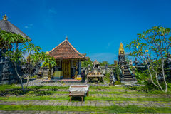 BALI, INDONÉSIE - 11 MARS 2017 : De sculptures extérieur dedans du temple d'Uluwatu en île de Bali, Indonésie Photographie stock