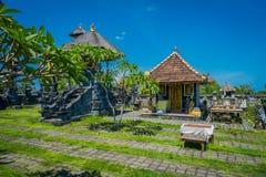 BALI, INDONÉSIE - 11 MARS 2017 : De sculptures extérieur dedans du temple d'Uluwatu en île de Bali, Indonésie Photographie stock libre de droits