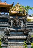 BALI, INDONÉSIE - 11 MARS 2017 : Fermez-vous d'une structure lapidée dans le temple d'Uluwatu en île de Bali, Indonésie Images stock