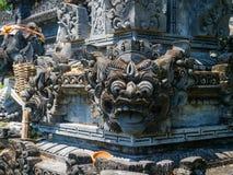 BALI, INDONÉSIE - 11 MARS 2017 : Fermez-vous d'une structure lapidée dans le temple d'Uluwatu en île de Bali, Indonésie Photo stock