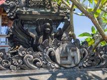 BALI, INDONÉSIE - 11 MARS 2017 : Fermez-vous d'une structure lapidée dans le temple d'Uluwatu en île de Bali, Indonésie Photographie stock