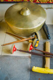 BALI, INDONÉSIE - 8 MARS 2017 : Instruments de musique indous à l'intérieur de du temple, instruments nationaux traditionnels, de Photographie stock libre de droits