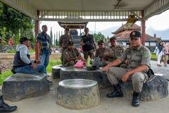 Bali, Indonésie - 30 mars 2018 : Policiers au temple de Pura Ulun Danu Beratan Bedugul photos stock