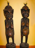 Bali, Indonesië - April 11, 2012: Mening van houten cijfers in Tanah Merah Art Resort Stock Afbeeldingen