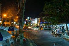 Bali, Indonesië 4 OCT 2018 Nachtlevenstraat in Bali royalty-vrije stock fotografie