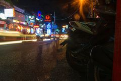 Bali, Indonesië 12 OCT 2018 Nachtlevenstraat in Bali stock fotografie
