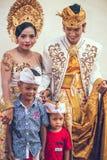 BALI, INDONESIA - 13 APRILE 2018: La gente su cerimonia di nozze di balinese Cerimonia nuziale tradizionale Fotografia Stock