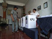 BALI/INDONESIA- 17 AVRIL 2019 : Vote de personnes de Balinese pour le président et le parlement 2019 Ils vont à l'utilisation d photo stock