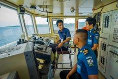 BALI, INDONESIA - 5 DE ABRIL DE 2017: Cabina experimental del comando del transbordador con la opinión sobre el mar con muchos ay Fotos de archivo libres de regalías