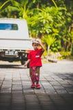 BALI, INDONESIA - 13 DE ABRIL DE 2018: Niño asiático el día de boda del balinese Niño indonesio Fotografía de archivo