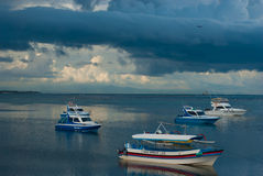 BALI, INDONESIA - 15 DE ABRIL: Vistas del mar en Tanjung Benoa el 15 de abril de 2014 en Bali Imagenes de archivo