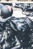 BALI, INDONESIA - 12 DE AGOSTO DE 2018: Motocicletas de Harley Davidson en el estacionamiento cerca del volcán de Batur imagenes de archivo