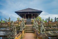 BALI, INDONESIA - 8 DE MARZO DE 2017: Semarapura, pabellón de Kertha Gosa en el palacio de Klungkung, en Denpasar Indonesia foto de archivo libre de regalías