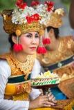 BALI, INDONESIA, DICIEMBRE, 24,2014: Actriz de la danza de Barong sh Fotos de archivo libres de regalías