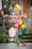 BALI, INDONESIA, DICIEMBRE, 24,2014: Demostración de la danza de Barong Fotos de archivo libres de regalías