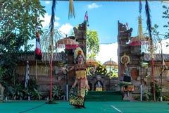 BALI, INDONESIA - 5 MAGGIO 2017: Ballo di Barong su Bali, Indonesia Barong è un ballo religioso in Bali ha basato sulle grande Fotografia Stock Libera da Diritti