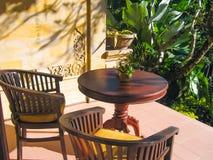Bali, Indonesien - 13. April 2012: Ansicht des Bungalows mit Sitzplätzen im Tjampuhan-Badekurorthotel Lizenzfreie Stockfotos