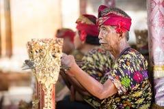 BALI INDONESIEN, DECEMBER, 24,2014: Oidentifierade gruppmusiker Fotografering för Bildbyråer