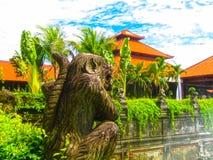 Bali Indonesien - Januari 02, 2009: Den huvudsakliga ingången i den Ayodya semesterorten Arkivbilder