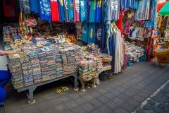 BALI, INDONESIEN - 16. MÄRZ 2016: Ansicht der Werbungs- und Handelstätigkeiten des Hauptmarktes in Ubud-Stadt auf Bali Stockfotografie