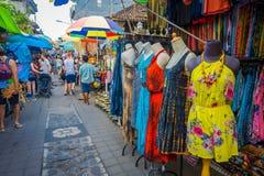 BALI, INDONESIEN - 16. MÄRZ 2016: Ansicht der Werbungs- und Handelstätigkeiten des Hauptmarktes in Ubud-Stadt auf Bali Lizenzfreie Stockfotos