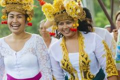 BALI, INDONESIEN - 30. MÄRZ: Balinesedorfbewohner, die herein teilnehmen Lizenzfreie Stockfotografie