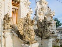 BALI, INDONESIEN - 11. MÄRZ 2017: Eingang eines Indu-Tempels in Ubud, in der Insel von Bali, gelegen in Indonesien Stockbilder