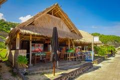 BALI, INDONESIEN - 11. MÄRZ 2017: Schöner sonniger Tag mit einer kleinen typischen Kabine im Strand von Pantai-pandawa, in Bali Lizenzfreie Stockbilder