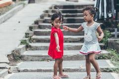 BALI INDONESIEN - MAJ 17, 2018: Balineseflickor i Ubud Indonesungar Royaltyfria Foton