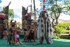 BALI INDONESIEN - MAJ 5, 2017: Barong dans på Bali, Indonesien Barong är en religiös dans i Bali baserade på det stort Royaltyfria Bilder