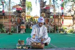 BALI INDONESIEN - MAJ 5, 2017: Barong dans på Bali, Indonesien Barong är en religiös dans i Bali baserade på det stort Royaltyfri Bild