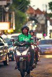 BALI INDONESIEN - OKTOBER 12, 2017: Sparkcyklar på den Legian gatan, Kuta, Bali, Indonesien Mopedtrafik Royaltyfri Foto