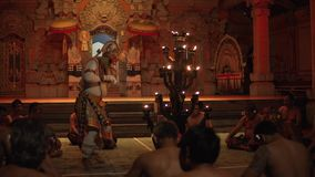 Bali, Indonezja Fabruary 3, 2018: Tradycyjny balijczyka Kecak taniec także znać jako Ramayana małpy ogień i skandowanie zbiory wideo