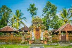 BALI INDONEZJA, KWIECIEŃ, - 05, 2017: Brama wchodzić do Ubud świątynia w Bali, Indonezja Fotografia Royalty Free