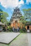 BALI INDONEZJA, KWIECIEŃ, - 05, 2017: Piękna świątynia w Ubud Bali lokalizować w Indonezja Zdjęcie Royalty Free