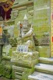 BALI INDONEZJA, KWIECIEŃ, - 05, 2017: Piękna kamienna statua w Ubud świątyni w Bali Fotografia Royalty Free