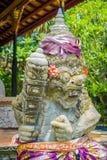 BALI INDONEZJA, KWIECIEŃ, - 05, 2017: Piękna kamienna statua w Ubud świątyni w Bali Obraz Stock