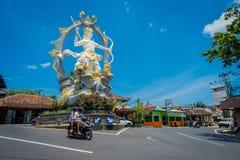 BALI INDONEZJA, KWIECIEŃ, - 05, 2017: Piękna statua Arjuna przy skrzyżowaniem Jalan Raya Ubud w Peliatan, Bali Zdjęcia Stock