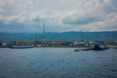 BALI INDONEZJA, KWIECIEŃ, - 05, 2017: Piękny widok schronienie od Ferryboat w Ubud, Bali Indonezja Fotografia Royalty Free